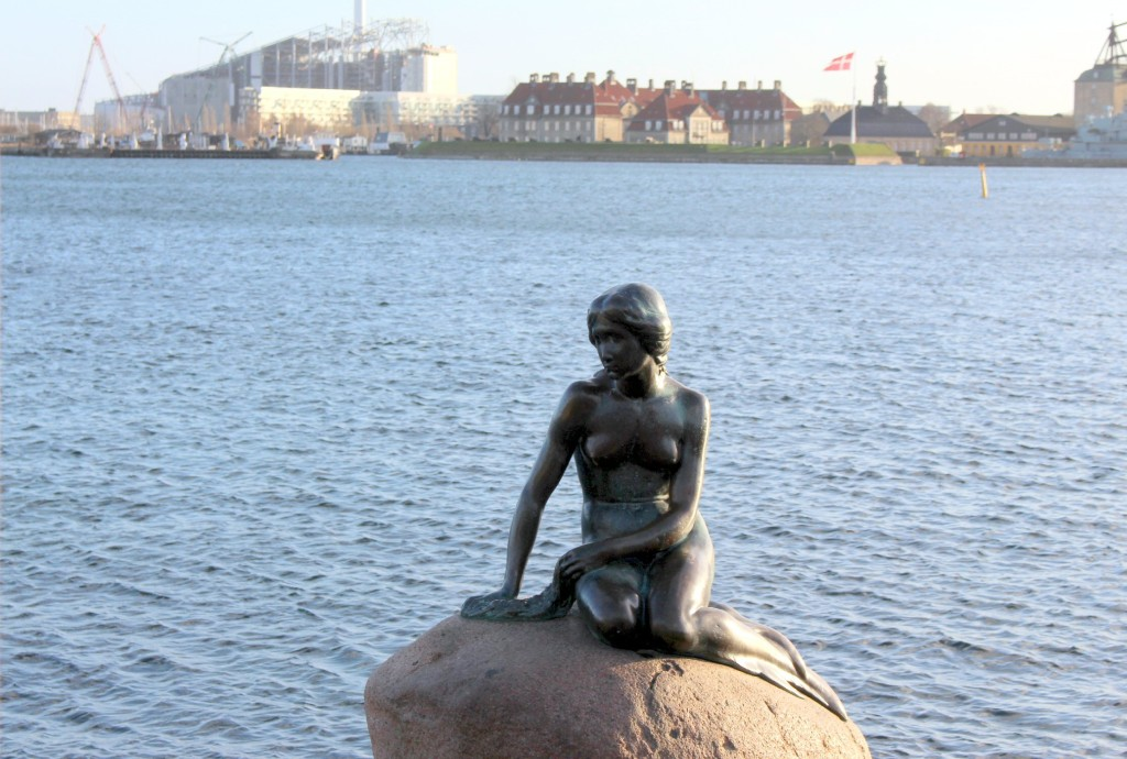 Christmas in Copenhagen Little Mermaid travellivelearn