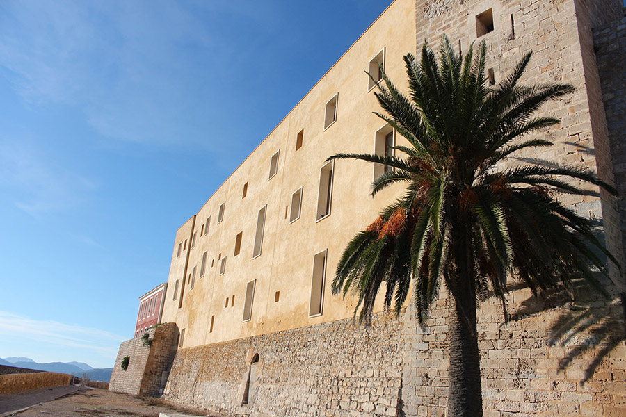 old-town-ibiza in winter -travellivelearn-sarah-blinco