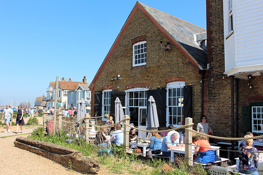On a delectable sunny long weekend we took a train from London to the beach at Whitstable for oysters and a dose of English seaside charm